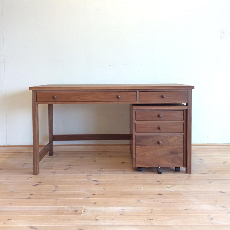 lucci135-desk